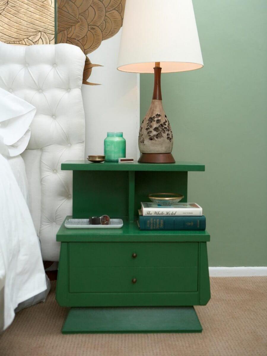 Дизайнерская прикроватная тумба зеленого цвета