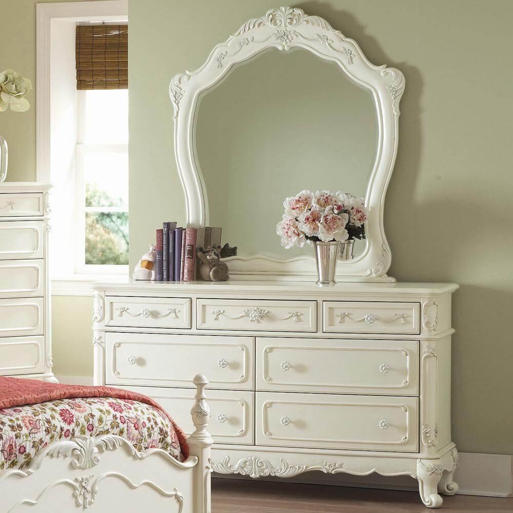 Белый комод с зеркалом