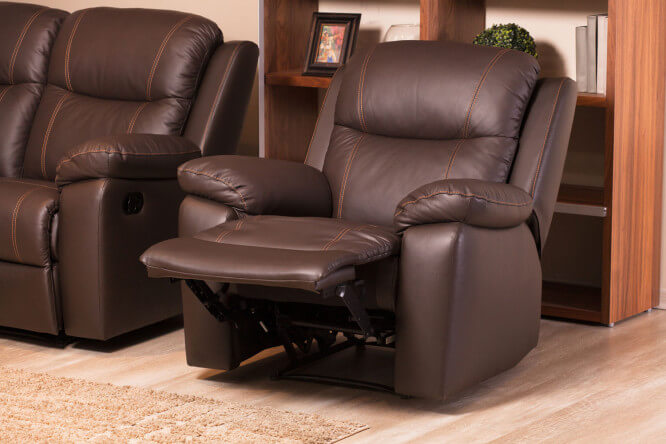 Коричневое кресло реклайнер