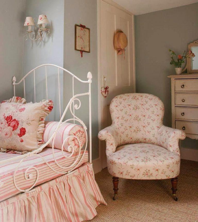 Кресло в спальную комнату в стиле Прованс