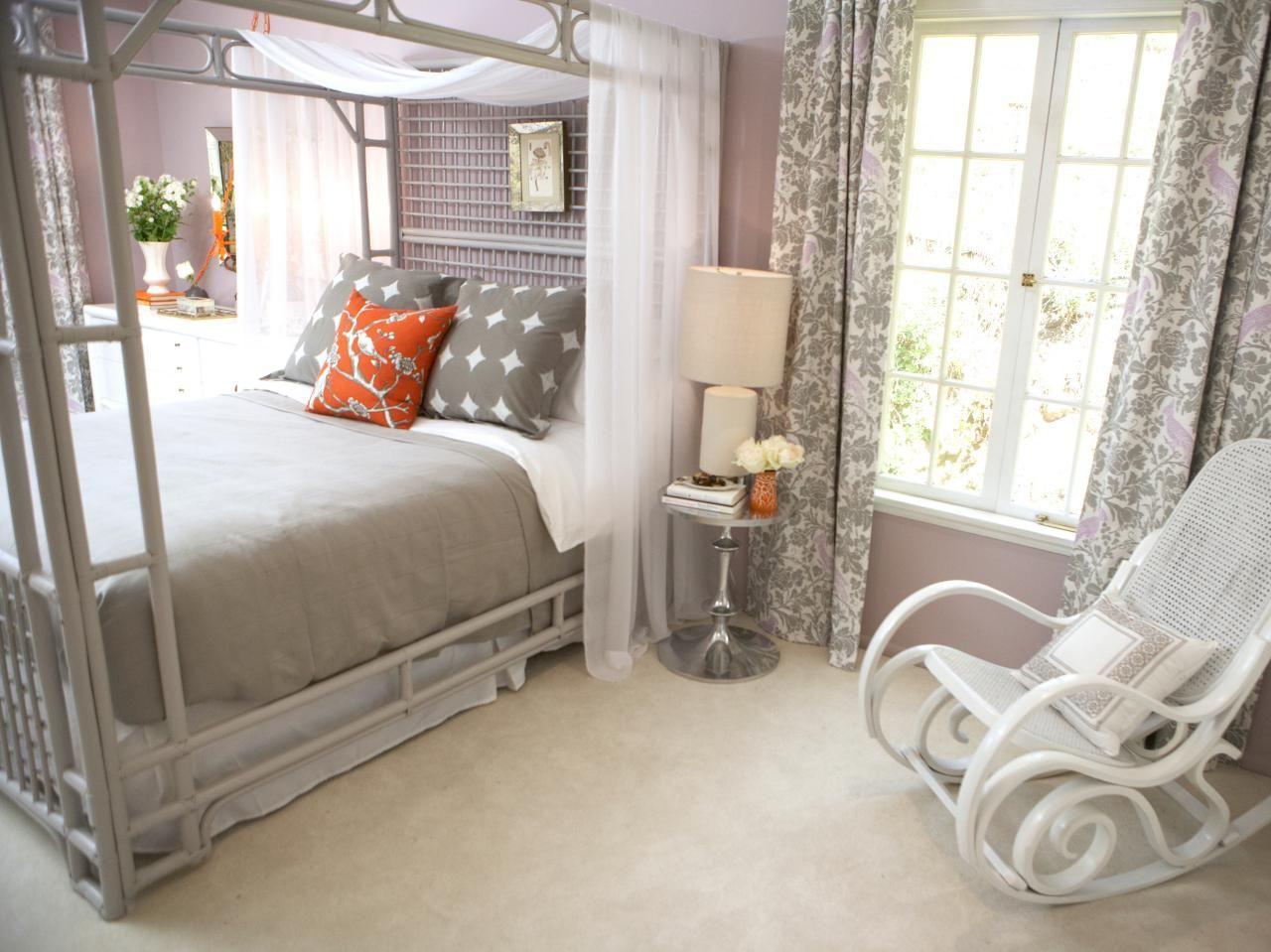 Кресло качалка в интерьер спальной комнаты