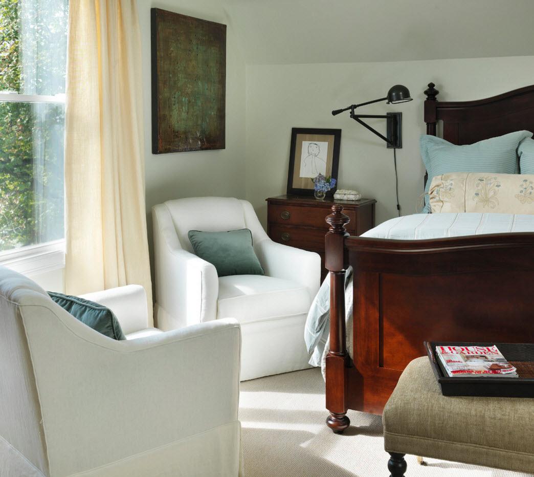 Кресло в спальню белого цвета