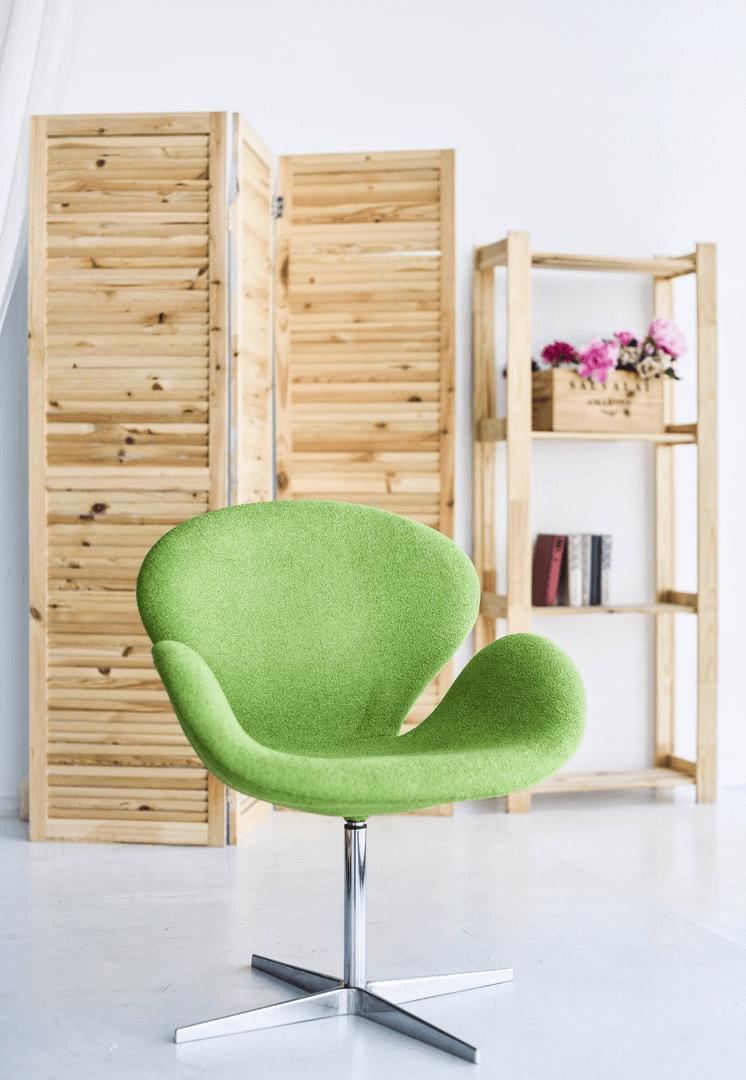 Вращающееся кресло зеленого цвета