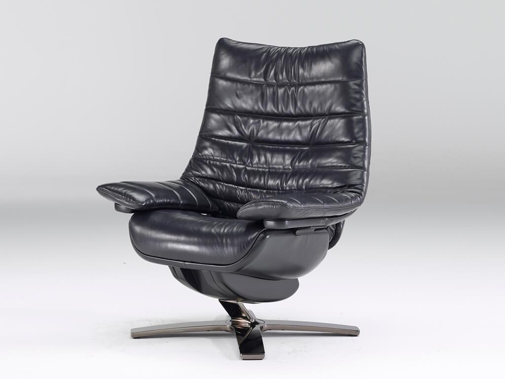 Кожаное поворотное кресло