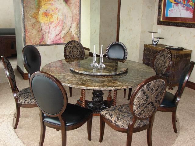 Круглый каменный кухонный стол