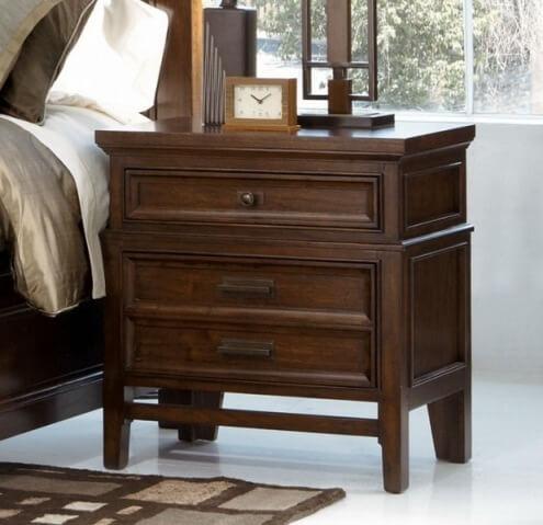 Фото деревянного прикроватного комода в спальню