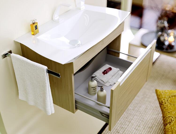 Подвесная тумба с раковиной в ванную