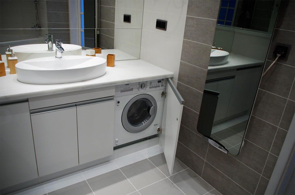 Тумба под стиральную машинку с раковиной белого цвета