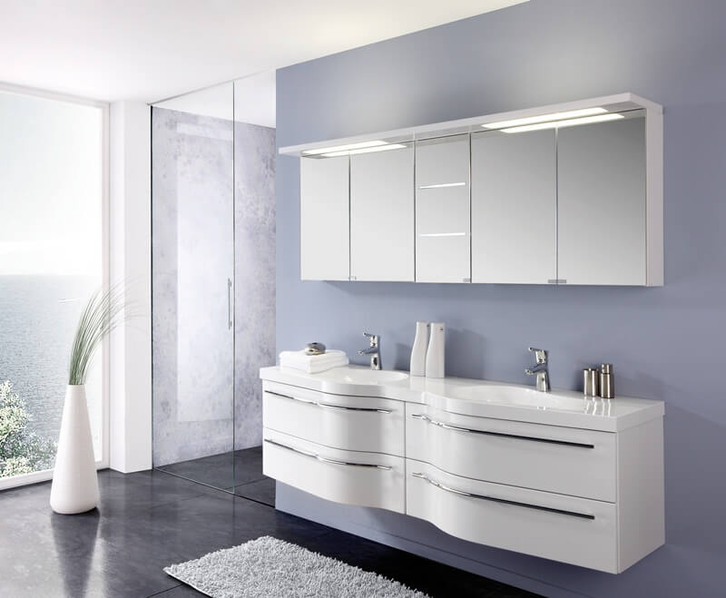 Белая тумба с двойной раковиной в ванную