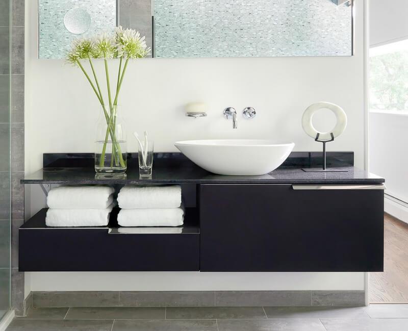 Тумба в ванную комнату со столешницей черного цвета