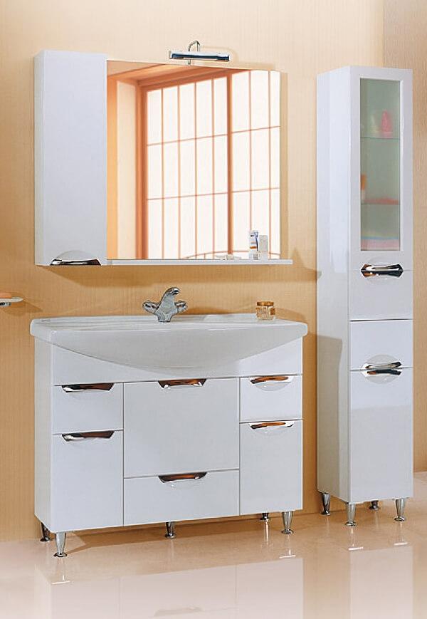 Белая тумба с зеркалом в ванную