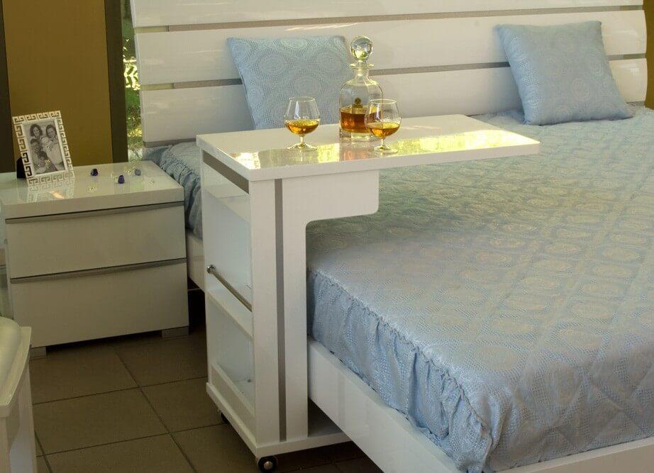 Белая прикроватная тумба с столиком