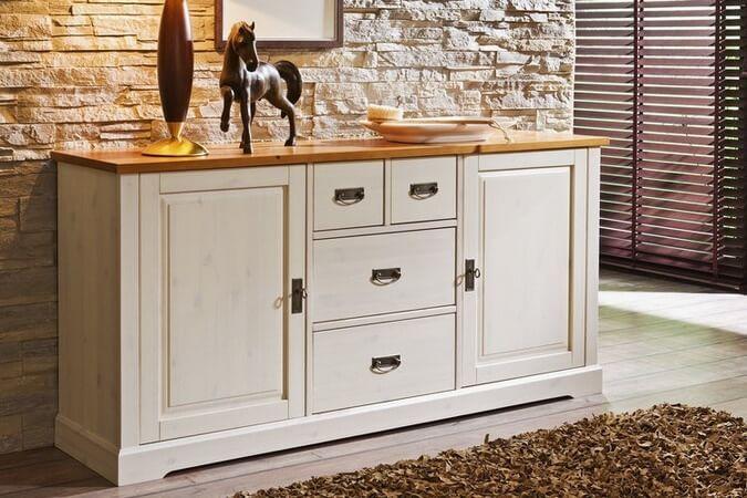 Кухонный комод белого цвета