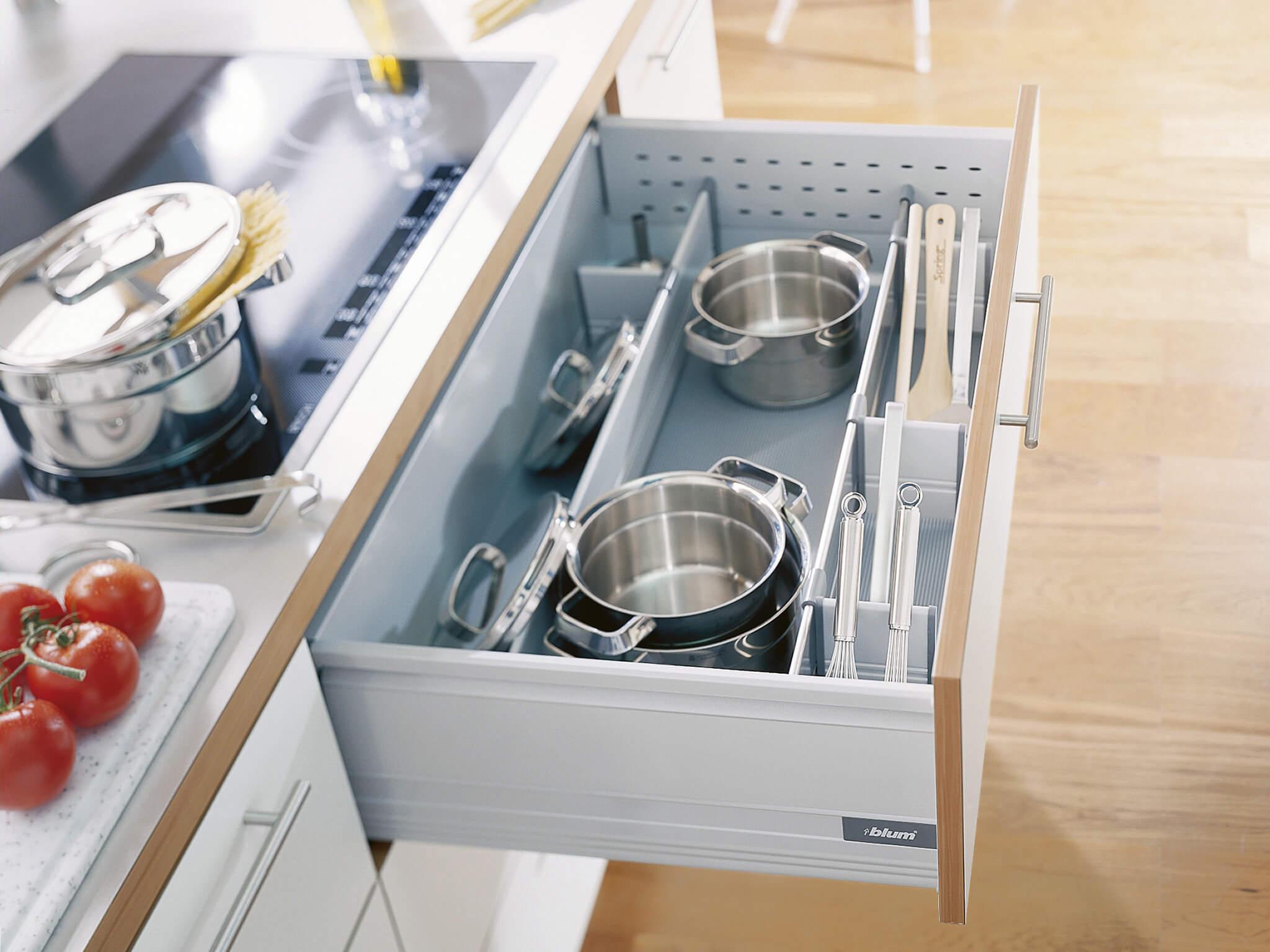 Кухонная тумба с ящиками
