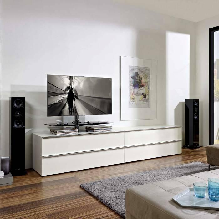 Длинная тумба под телевизор белого цвета