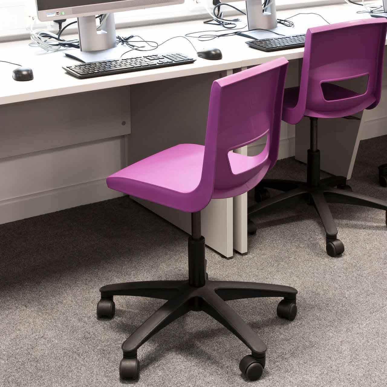 Розовый крутящийся стул