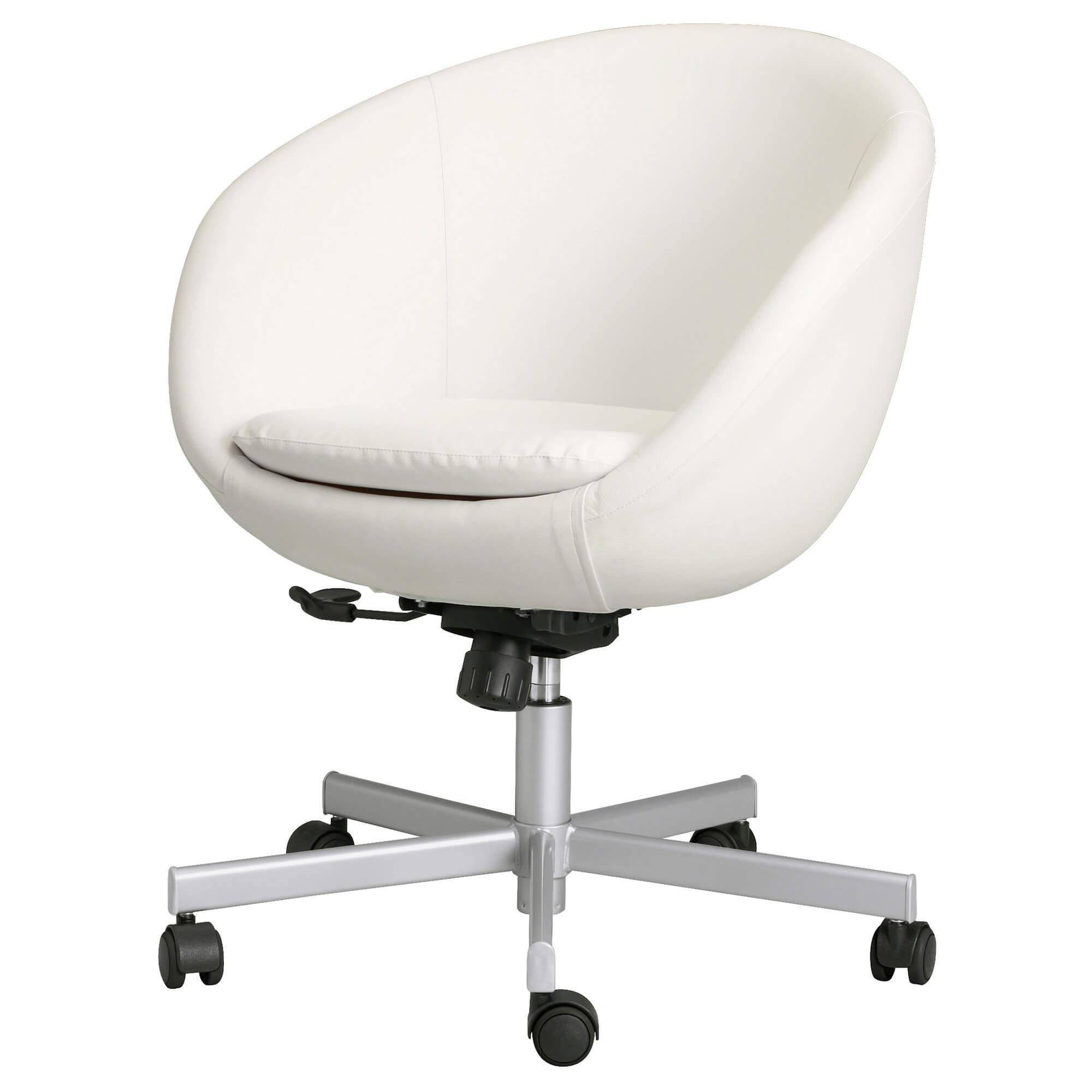 Белый крутящийся стул