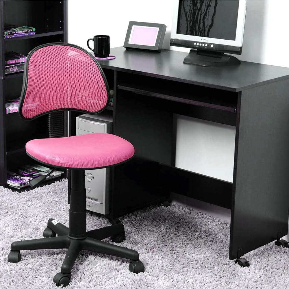 Крутящийся стул розового цвета