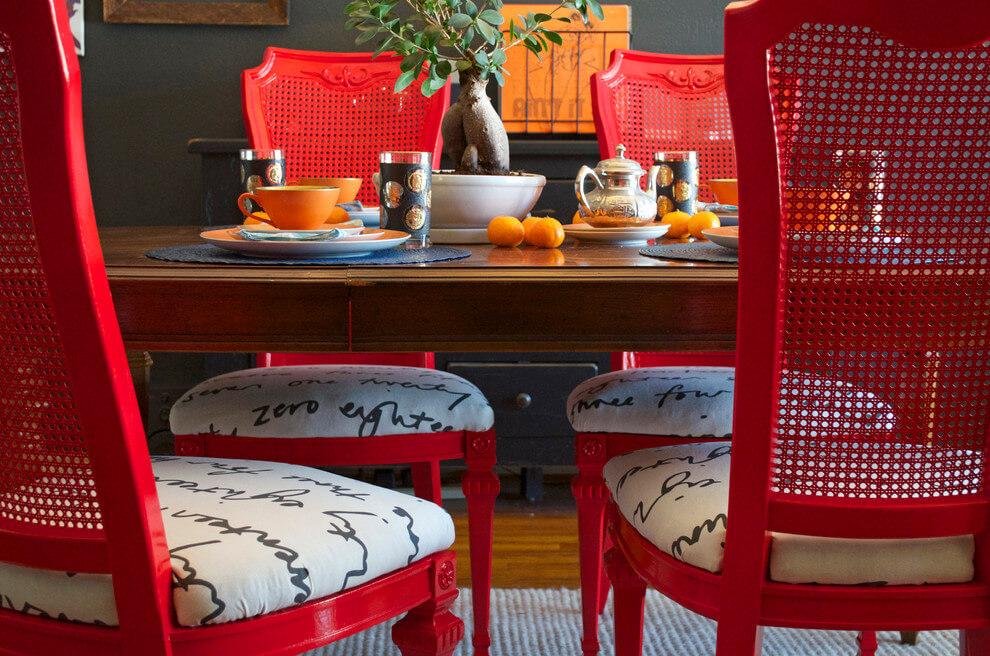 Мягкие стулья для кухни красного цвета