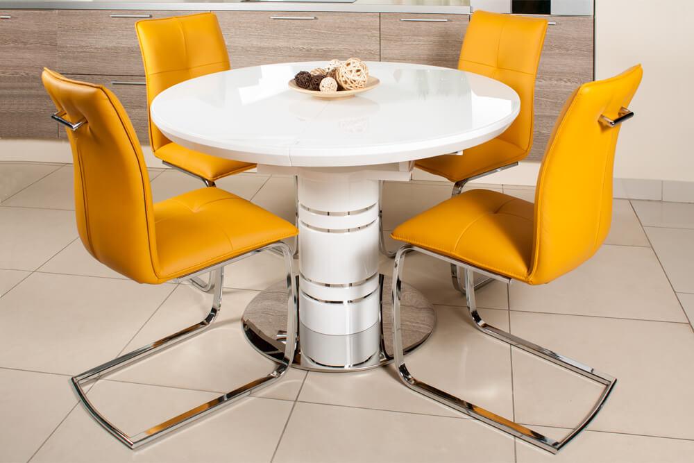 Обеденные стулья желтого цвета