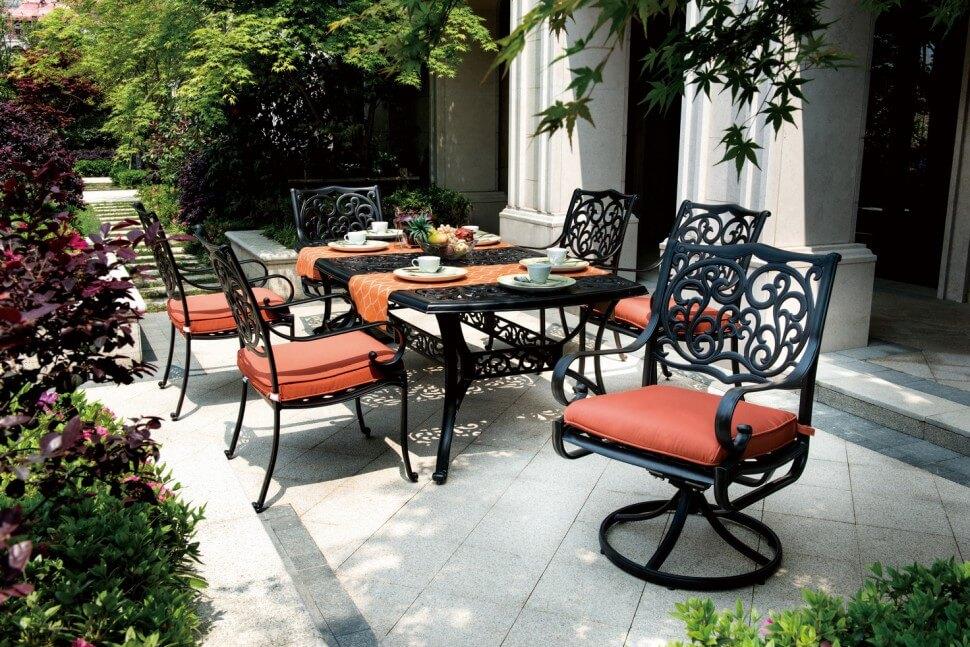 Кованные садовые стулья