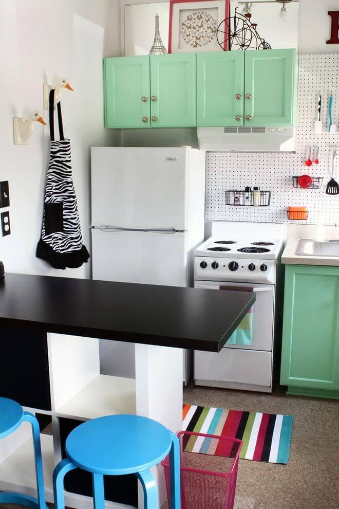 Голубые стулья для маленькой кухни